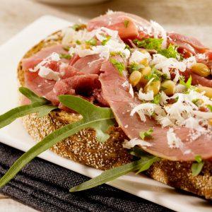 Sandwich Rookvlees Met Pijnboompitten