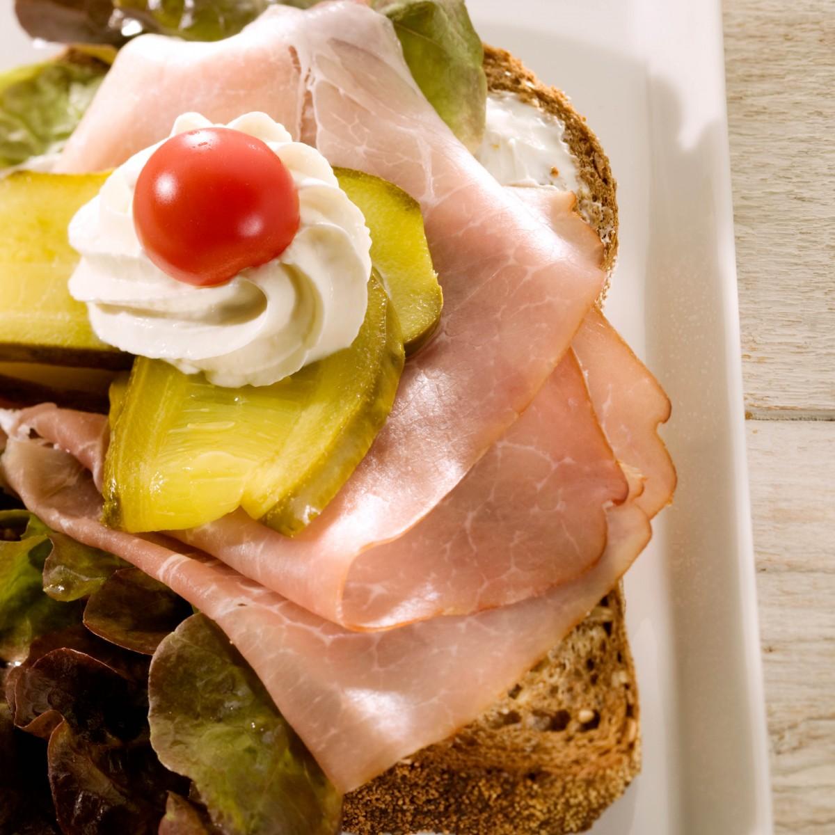Sandwich Rauwe Ham Met Mierikswortelkaas