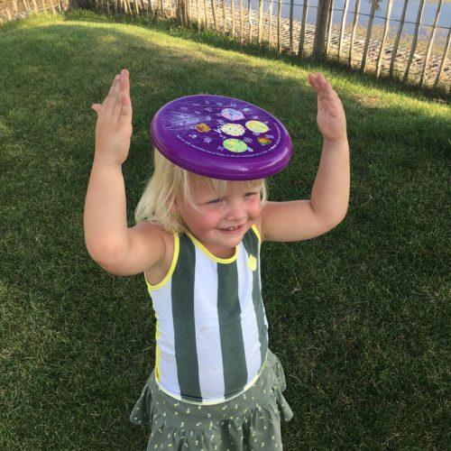 Ik Ben Sarah, 3 En Superblij Met Mijn Vikorn-frisbee!!