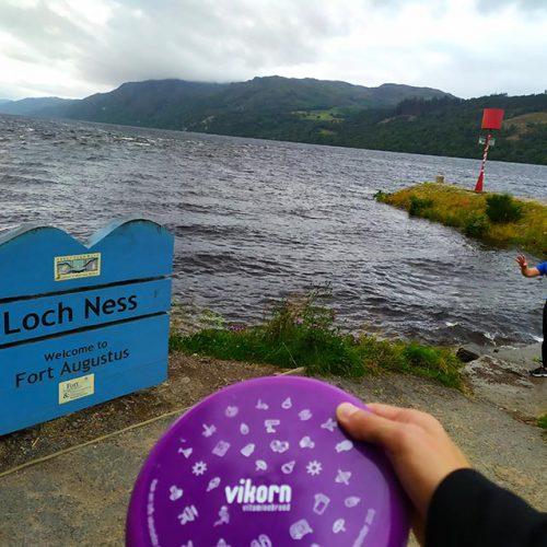 Vikorn Frisbee Met Het Monster Van Loch Ness